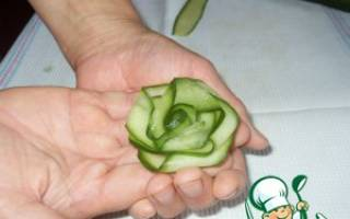 Роза из свежего огурчика